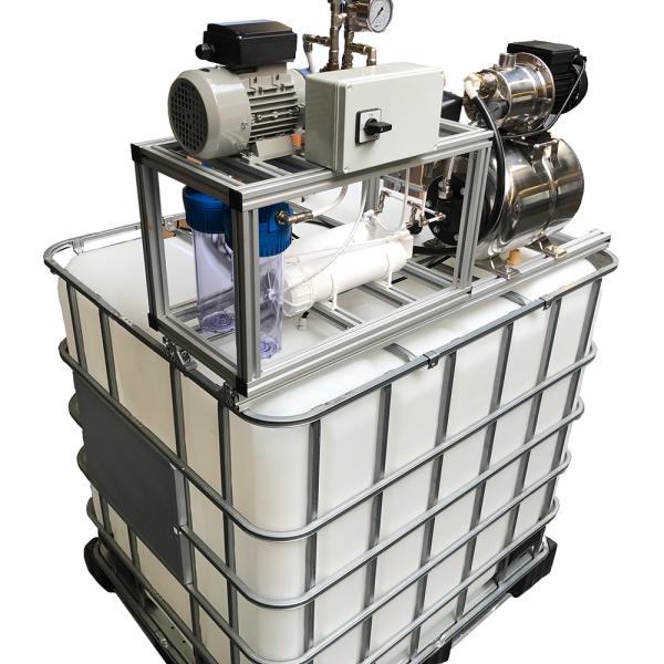 OSMOpure Umkehrosmoseanlage mit IBC Tank zur Wasserspeicherung und Druckerhöhung